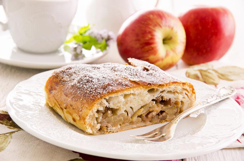 Kết quả hình ảnh cho Bánh táo Apfelstrudel